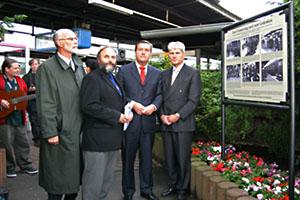 Einweihung der Gedenktafel am Hauptbahnhof
